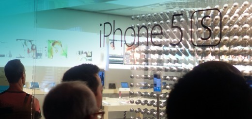 iPhone 5s Apple Store Window