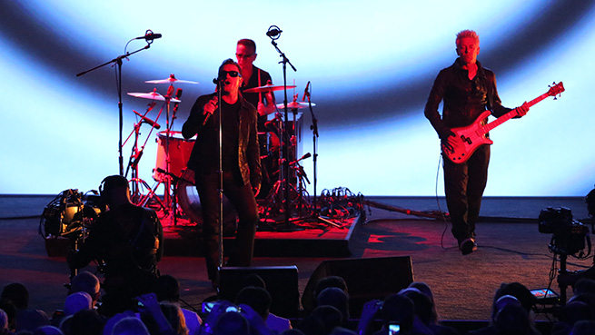 U2-live-apple