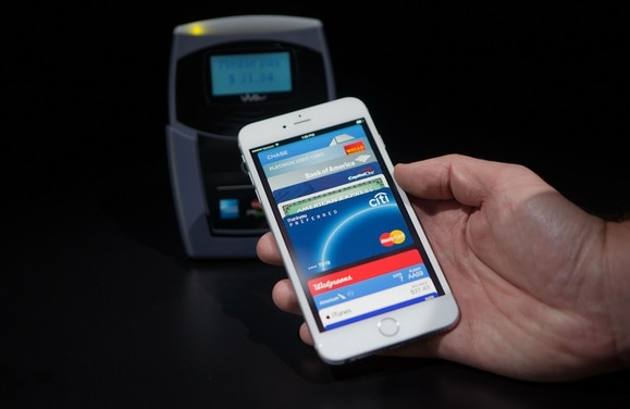 apple-pay-with-iphone